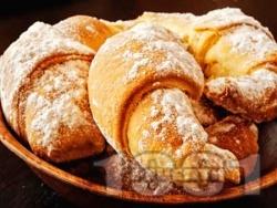 Домашни маслени кифлички с локум, пудра захар и свинска мас (със сода, без мая, без втасване) - снимка на рецептата